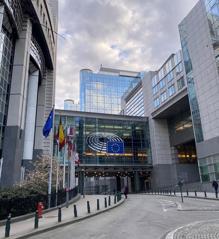 ''EU, gebruik macht voor recht''